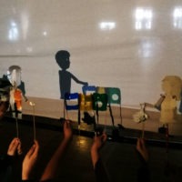 Exposició de titelles fetes amb material de rebuig per celebrar el Dia Internacional del Reciclatge